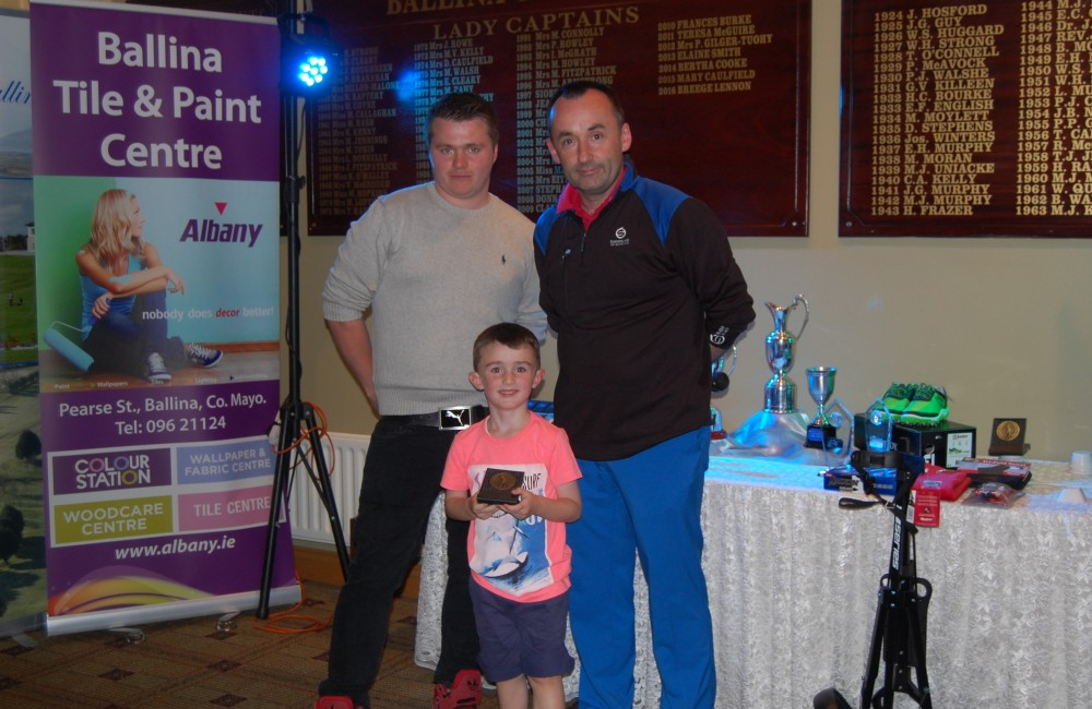 Photo 3 – Ben Scully Snag 5H Comp Winner Caption: Ben Scully winner of the Albany Open, Junior Snag 5 Hole Competition on Saturday 13th August 2016. With John Slater, Host and Sponsor, Albany Ballina Tile & Paint and Richard Doherty, Junior Convenor, Ballina Junior Golf Programme.