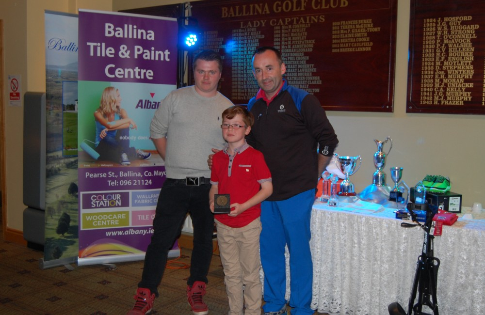 Photo 3 – James Fox Novice 5H Comp Winner Caption: James Fox winner of the Albany Open, Junior Novice 5 Hole Competition on Saturday 13th August 2016. With John Slater, Host and Sponsor, Albany Ballina Tile & Paint and Richard Doherty, Junior Convenor, Ballina Junior Golf Programme.